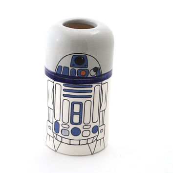 Star Wars (R) R2D2 (R) ceramic vase, home and living, pottery and ceramic, unique gift for Star Wars fan, wedding engagement