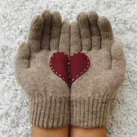Yastikizi: Heart Gloves Beige Cherry