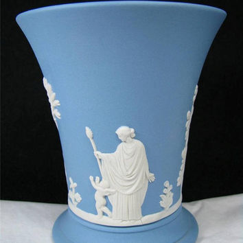 Vintage 1971 WEDGWOOD BLUE JASPER Ware 4 inch high Vase Made in England Lovely!!