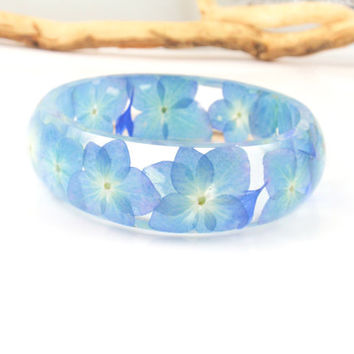 Real Flower Bracelet -Size M - Eco Resin Bangle Bracelet, Pressed flower, Chunky Thick Rounded Bangle, Plant resin jewelry, Hydrangea bangle