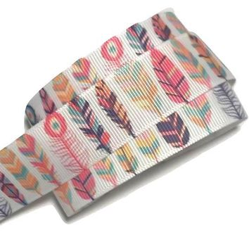"White tribal feathers printed 7/8"" grosgrain ribbon"