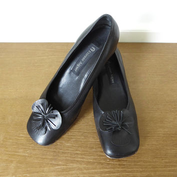 Etienne Aigner Gardner black leather shoes with flower, size 6 1/2 M
