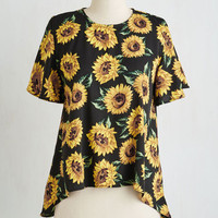 Vintage Inspired Mid-length Short Sleeves Run for Your Sunny Top
