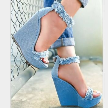 A new popular pair of denim wedged wedges