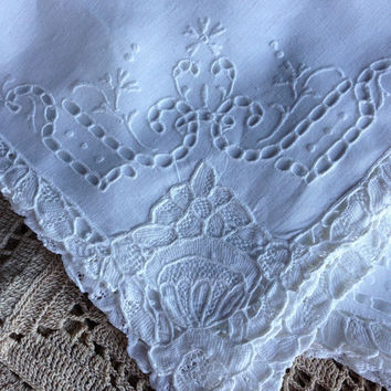 Vintage Linen Napkins Dinner Size Cut Work Embroidery With Needle Lace Edges 9 Total