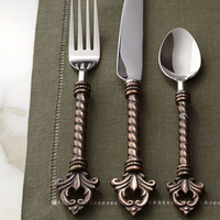 GG Collection 20-Piece Fleur-de-Lis Flatware Service