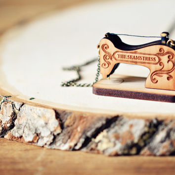 Vintage Sewing Machine wooden necklace - Personalized name necklace