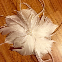 Wedding feather hair clip, custom, wedding day hair, white feathers, feathers and pearls, bridal hair, bridal accessory, bridal hair clip