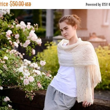 Light cream hand made lace shawl - Ready to ship