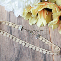 Vintage Trim Off White Choker Necklace