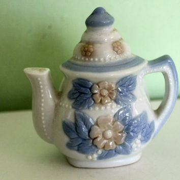 Vintage Ceramic Napkins Holder, Pottery, White and Blue, Floral, Teapot Shape, Tea Kettle