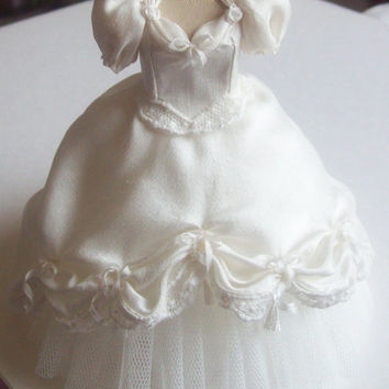 Handmade beautiful miniature dollhouse ivory silk ballgown or wedding dress 1:12th scale