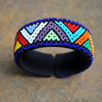Beaded Cuff Bangle (African traditional, Multicolored, Blue outlined, Zigzag pattern)