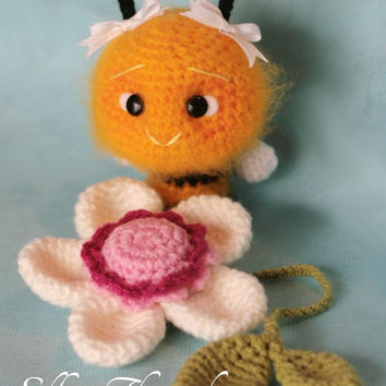 Elfin Thread MINI Fuzzy Bee Amigurumi PDF Pattern (Mini fuzzy bee crochet pattern)