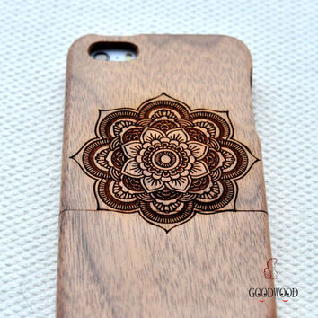 Wood iphone case,Wood iphone 5 case , Engraved Mandala wood iphone 5s case,wood iphone 5 case,wood iphone 5c case Minority Totem iphone case