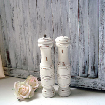 Cottage White Vintage Pepper Mill and Salt Shaker Set, Shabby Chic Wooden Pepper Grinder, Cottage Chic Salt and Pepper Shaker, Gift Ideas