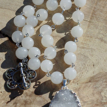 White Jade and Druzy Quartz Statement Necklace ~  Druzy Stone ~  Statement Necklace  ~ White Stones ~ White Quartz  Stone Pendant ~ Wedding