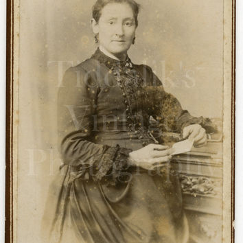 CDV Photo Victorian Pretty Woman Holding Photo Standing Portrait - James Brooks of Todmorden  West Yorkshire - Carte de Visite Antique Photo