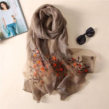 brand 2018 new women silk scarves fashion Embroidery high quality soft wool scarf lady pashmina shawls bandana foulard