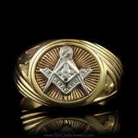 Oval Masonic Ring with Ridged Design Accent Mounting in 10K Yellow Gold