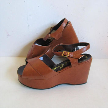 Vintage 70s PLATFORM Shoes Sandal Agnew-Surpass Strappy Peeptoe Gingerbread Sandals Womens Faux Leather Platform Shoes 7.5B