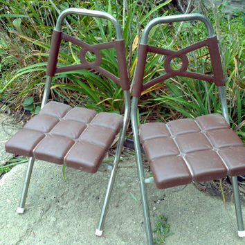 set of 2 Children Folding Chairs Brown Molded plastic & metal Atomic retro vintage Kids seat Space Age Decor Jetsons Style Home Decor