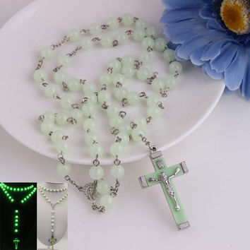 Glow in Dark Plastic Rosary Beads Luminous Noctilucent Necklace Catholicism Religious Jewelry Party Gift 17 KQS