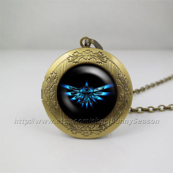 Zelda Hyrule Crest Necklace,legend of Zelda Pendant Necklace,legend of zelda jewelry Locket necklace,Photo locket