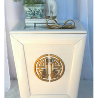 Vintage White Hollywood Regency/Chinoiserie/Asian/Painted Original Brass Hardware Side Table/Night Stand/Cabinet Storage