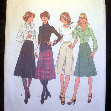Vintage 1970's Women's Skirt with Inverted Pleats Size 16 Simplicity 7625 Sewing Pattern Uncut