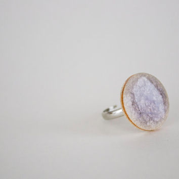 Lilac Round Crakled Porcelain Ring