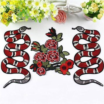 ac NOOW2 New Snake Embroidered Patch Vintage Animal Patches Iron On Motif Applique Clothes Cartoon Patch Garment Appliques DIY Accessory