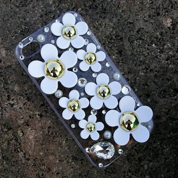 Handmade little Daisy cell phone case for iPhone by supplymaterial
