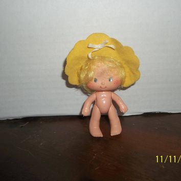 "vintage 1980's strawberry shortcake butter cookie doll 4"" tall naked with hat"