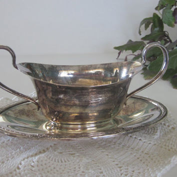 Vintage Silver Plate Gravy Boat and Plate, Sauce Bowl, International Silver Company, Camille 6013 Silverplate Gravy Boat Attached Plate