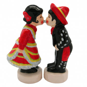 Collectible Magnetic Salt and Pepper Sets Mexican