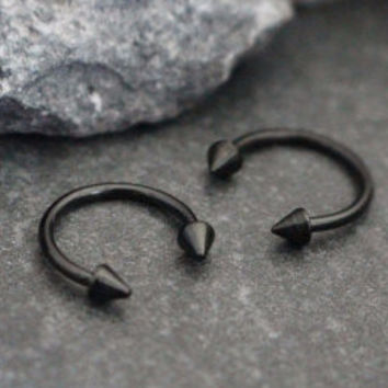 Horseshoe Barbell with Arrowheads in Blackline