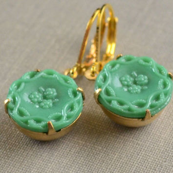 Jadeite Earrings, Green Glass Button, Jadeite Glass Button, Lever Back Earrings, Button Earrings, Retro Vintage Jewelry, Le Printemps