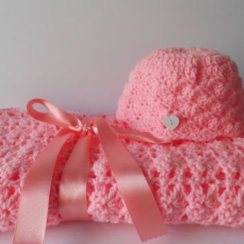 Crochet baby girl blanket. Baby Girl Blanket. Pink Baby Blanket. Baby shower gift.  Blanket and Hat gift set. Photo prop. Travel Blanket.