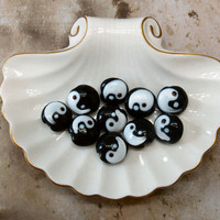 Yin and Yang coin beads glass beads loose beads black and white 12mm