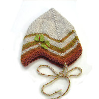 Beige baby hat with brown stripes and green butterflies CUSTOMIZABLE, size 1 year to 3 years
