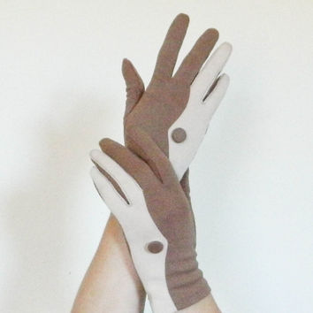 50s / 60s vegan cotton gloves / brown driving gloves / tan and white short casual gloves size small