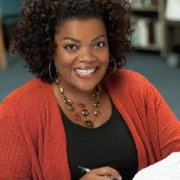 Yvette Nicole Brown Poster 24in x 36in