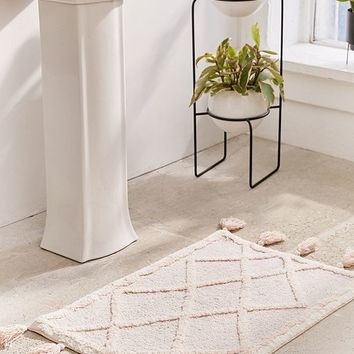 Tufted Diamond Tassel Bath Mat | Urban Outfitters
