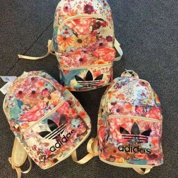 ICIKH3F adidas Originals Backpack In Flowers Prints