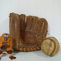 Vintage Majors 70037 Baseball Mitt with Well Used BaseBall - Genuine Full Grain Cowhide Leather Glove with Rawhide Lacing - Made in Japan