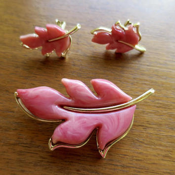 "Vintage Pink Leaf Jewelry Set ""Autumn Splendor"" Brooch Earrings Sarah Coventry Gold Tone Finish Pink Marble Swirl Lucite Sets MCM Jewelry"