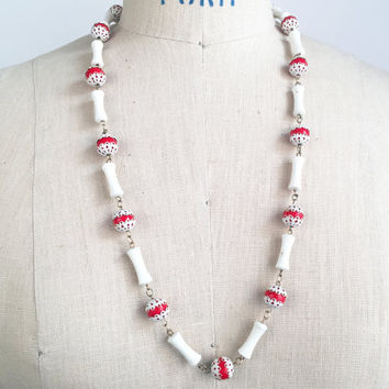 70s Necklace Red White Plastic Beaded Necklace Vintage Necklace 70s Groovy Hippie Necklace Boho Bohemian Necklace