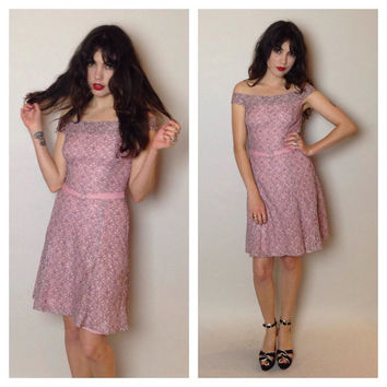 90's PINK LACE DRESS - hourglass shape - off the shoulders - knee length - small