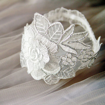 Bridal Embroidery Lace Garter Set - Wedding Garters Belts - Keepsake Garter Toss Garter Set Silver Ivory Antique White Rose Flower Lace